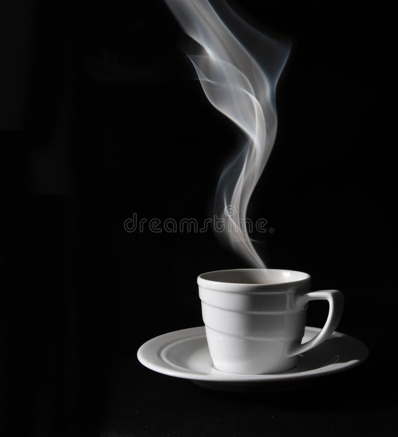 Schwarzer Kaffee des Cup, Dampf stockfoto