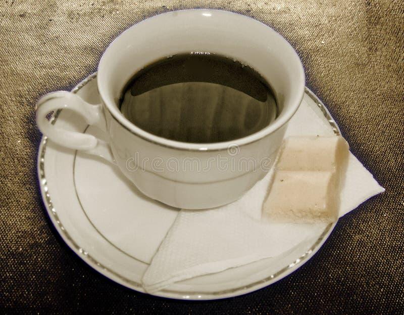 Schwarzer Kaffee und weiße Schokolade lizenzfreie stockfotos
