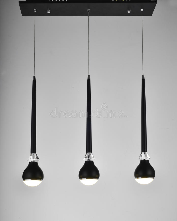 Schwarzer moderner Kristall führte Leuchter stockfoto