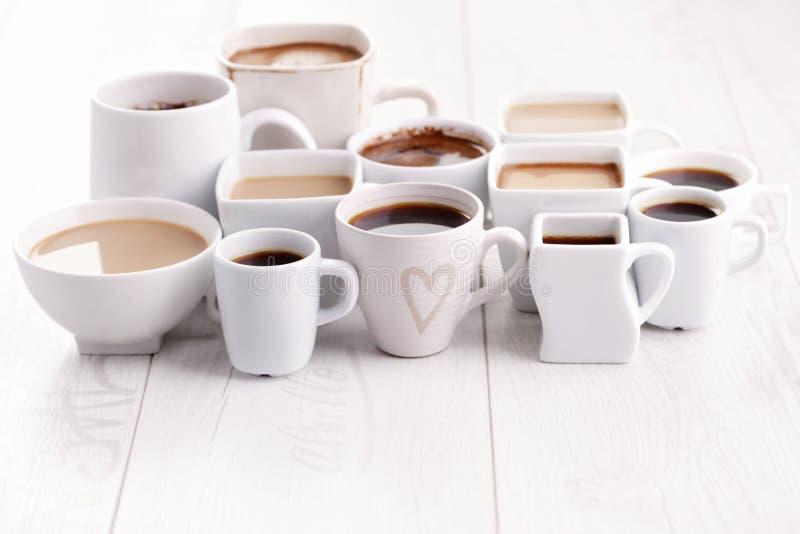 Schwarzer oder weißer Kaffee stockfotografie
