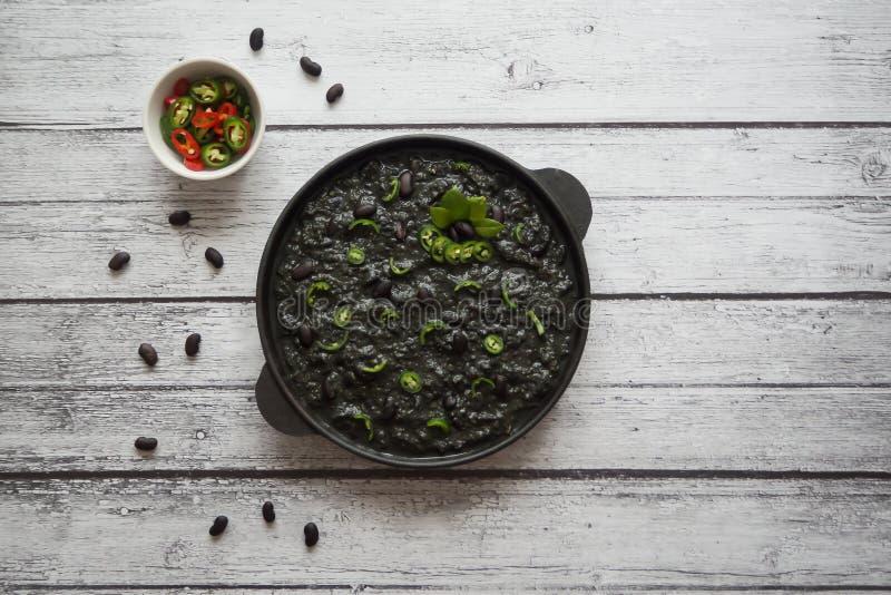 Schwarzer Paprika von den schwarzen Bohnen Ethnische Küche lizenzfreies stockfoto