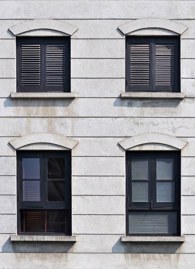 Schwarzer Rahmen Und Fensterläden Geschlossenes Fenster Stockfoto ...