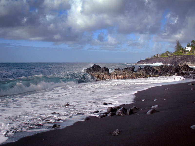 Schwarzer Sand-Strand Hawaii stockbild