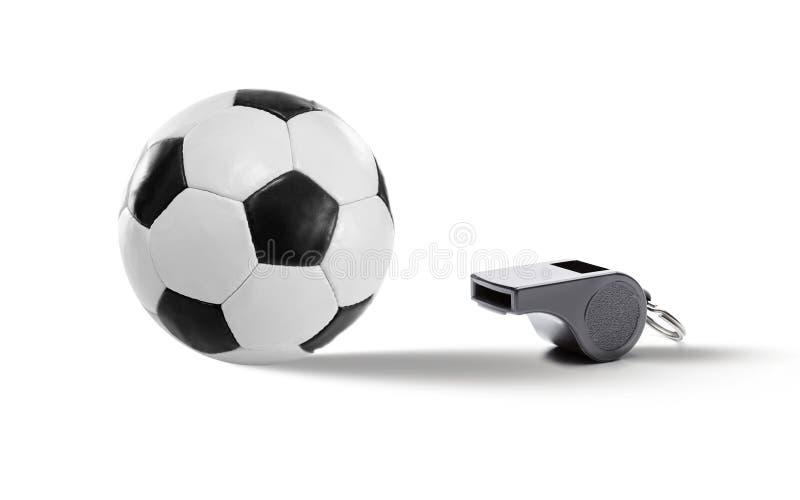 Schwarzer weißer Fußball im Leder und in der Pfeife lizenzfreie stockfotos