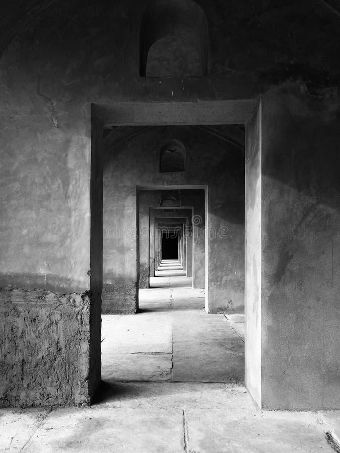 Schwarzer weißer Korridor lizenzfreies stockbild