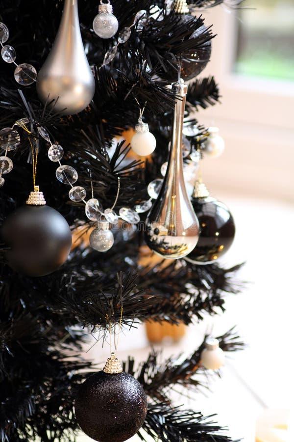 Schwarzer Weihnachtsbaum stockbild