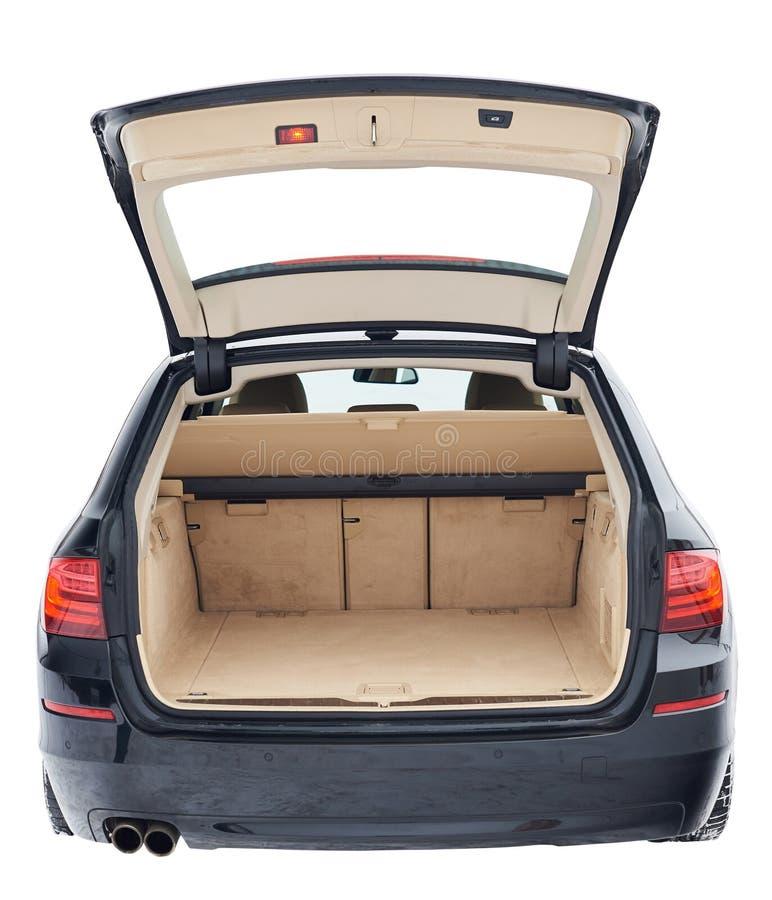 Schwarzes Auto mit offenem braunem sauberem Stamm lizenzfreie stockbilder