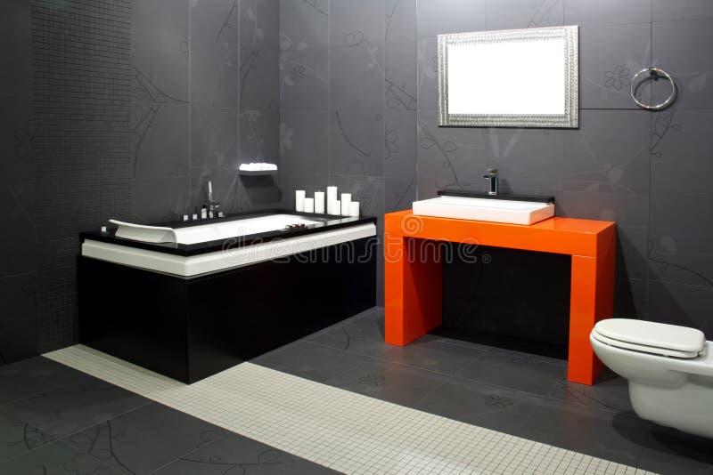 Schwarzes Badezimmer stockfoto. Bild von dekor, dekoration - 5649348