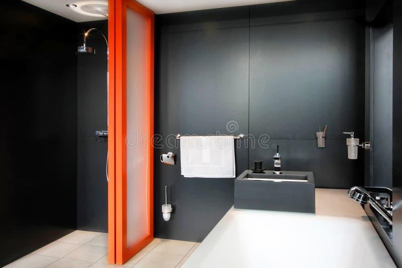 Schwarzes Badezimmer stockfoto. Bild von wohn, innen, bassin - 7668022
