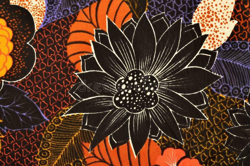 Schwarzes Blumenmuster auf Gewebe vektor abbildung