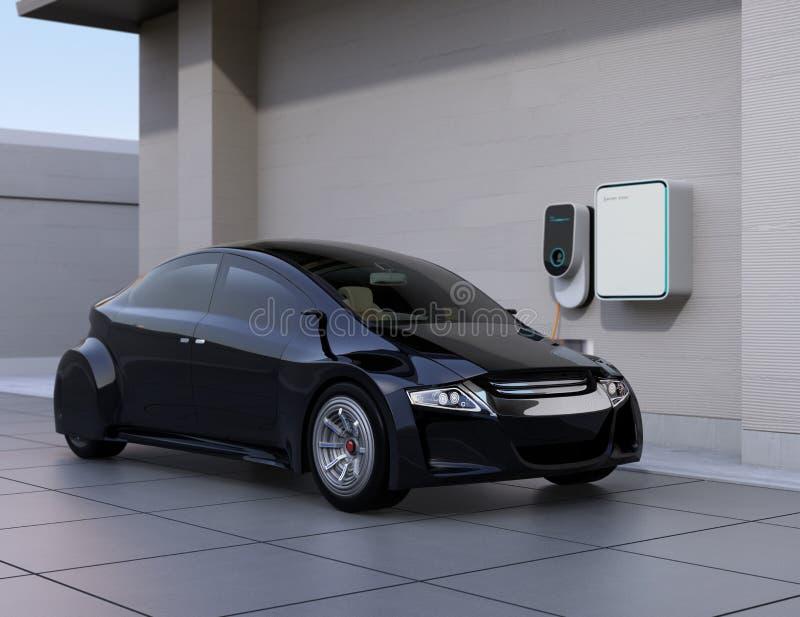 Schwarzes Elektroauto, das zu Hause Ladestation auflädt lizenzfreie abbildung