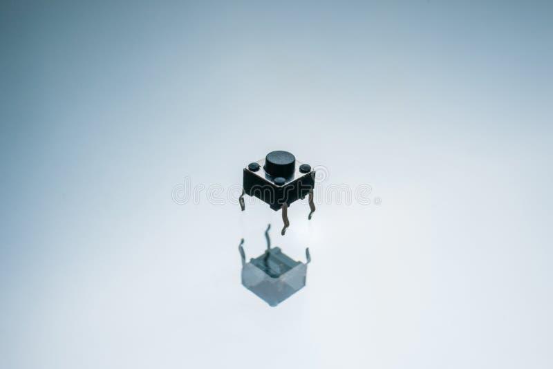 Schwarzes elektronisches Knopf-Antriebselement stockfotos