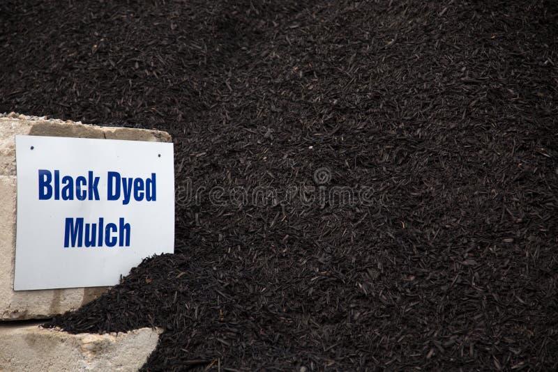 Schwarzes gefärbte Laubdecke stockfotos