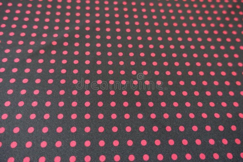 Schwarzes Gewebe mit roten Tupfen lizenzfreie stockfotos