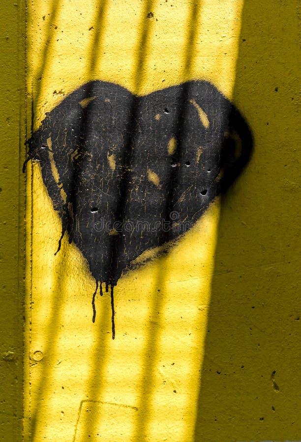 Schwarzes Herz im Gefängnis stockbild