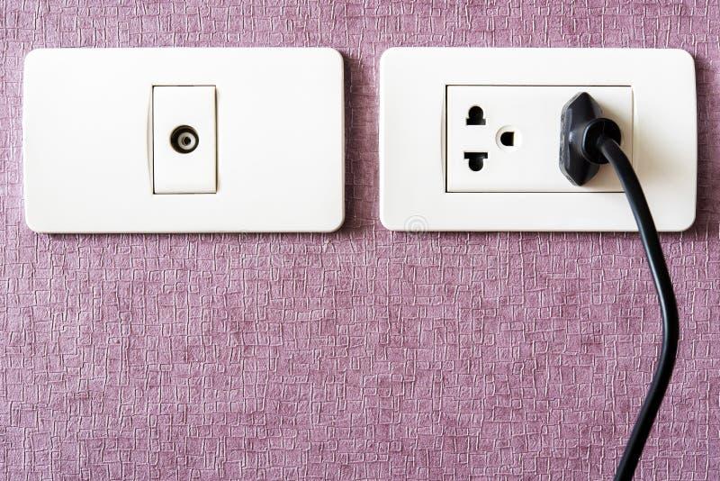 Ziemlich Weiße Und Schwarze Elektrische Drähte Fotos - Der ...