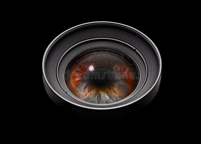 Schwarzes Kameraobjektiv mit Auge stockfoto