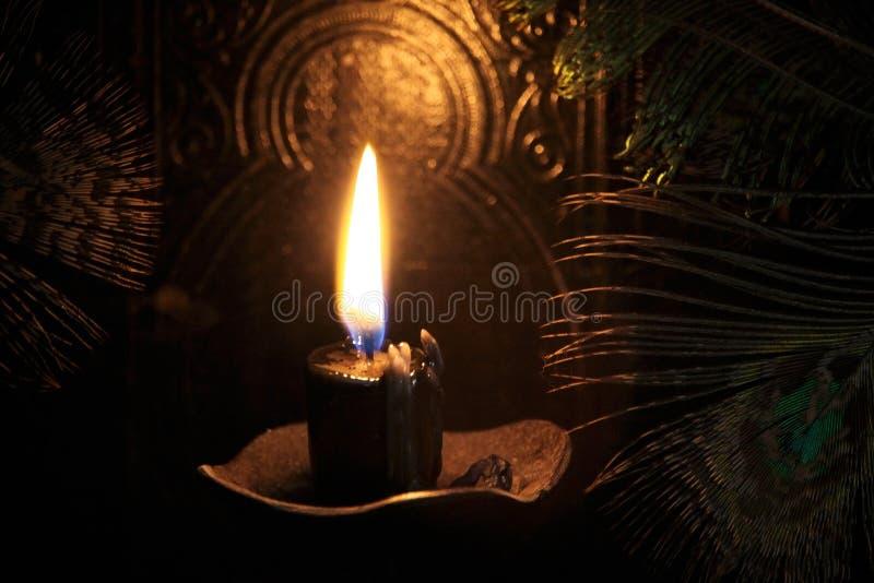 Schwarzes Kerze Magie-Ritual lizenzfreie stockfotografie