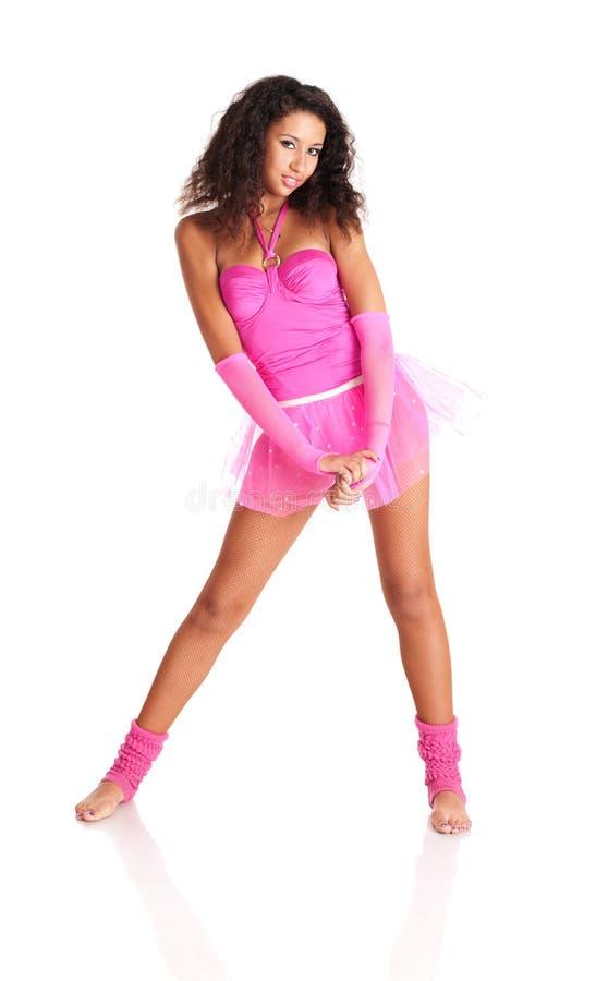 Schwarzes Mädchen des Tänzers im rosafarbenen Ballett lizenzfreies stockfoto