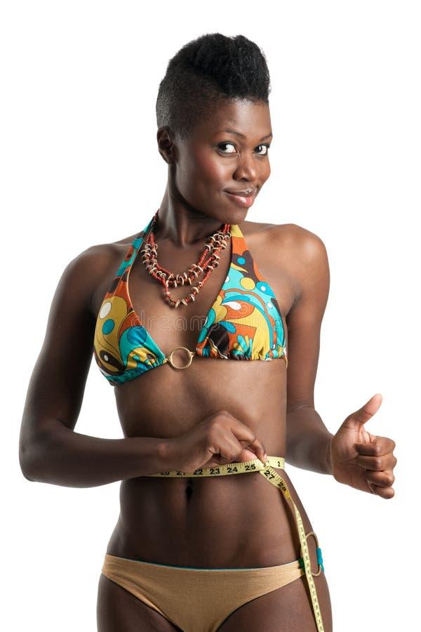 Schwarzes Mädchen mit Bandmaß lizenzfreies stockbild