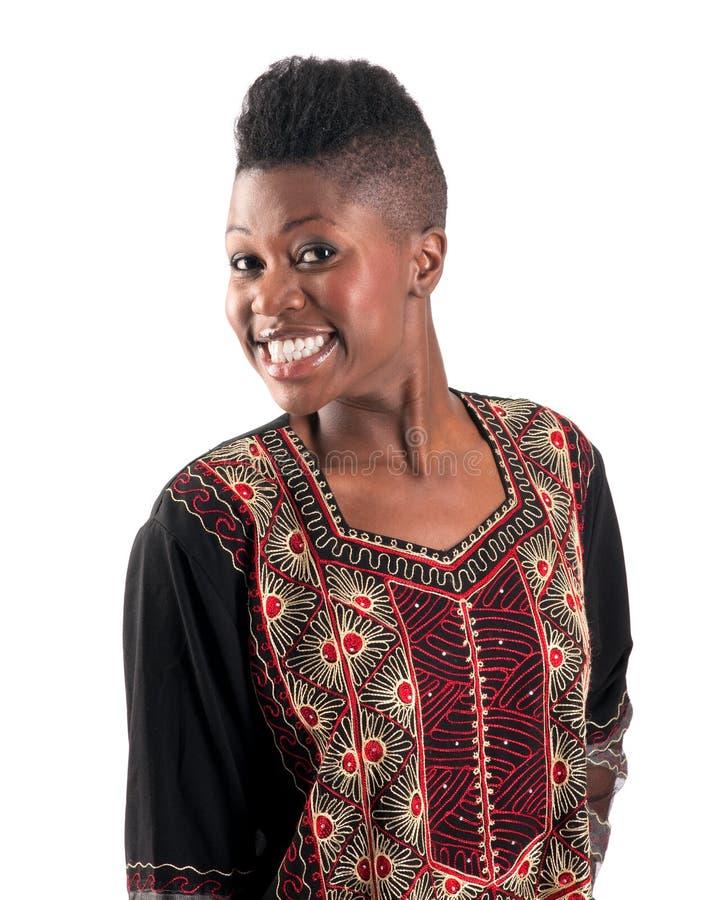 Schwarzes Mädchen mit warmem Lächeln stockfoto
