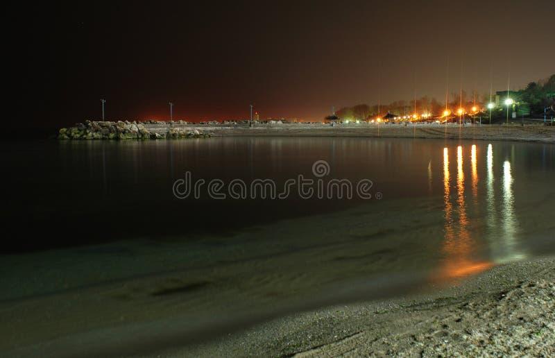 Schwarzes Meer auf Nacht lizenzfreie stockfotos
