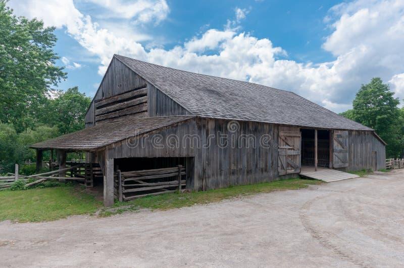 Schwarzes Nebenfluss-Pionier-Dorfgebäude lizenzfreies stockbild