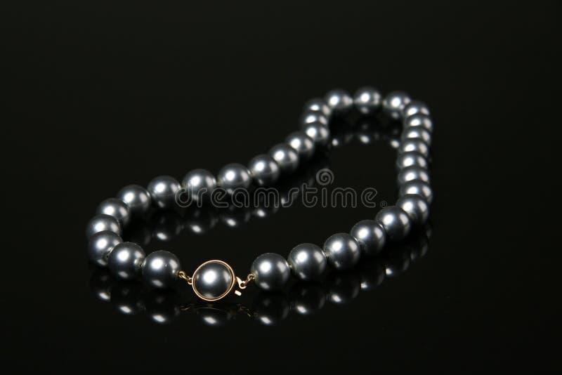 Schwarzes perlt Halskette lizenzfreies stockbild