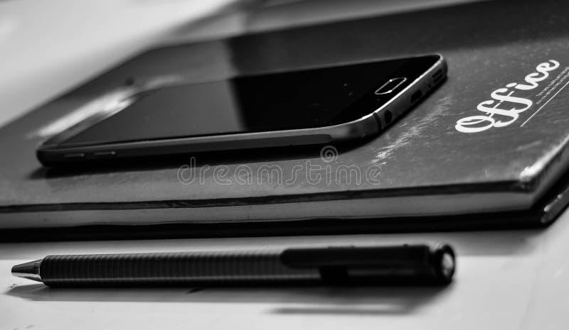 Schwarzes Samsung Android Smartphone stockbilder
