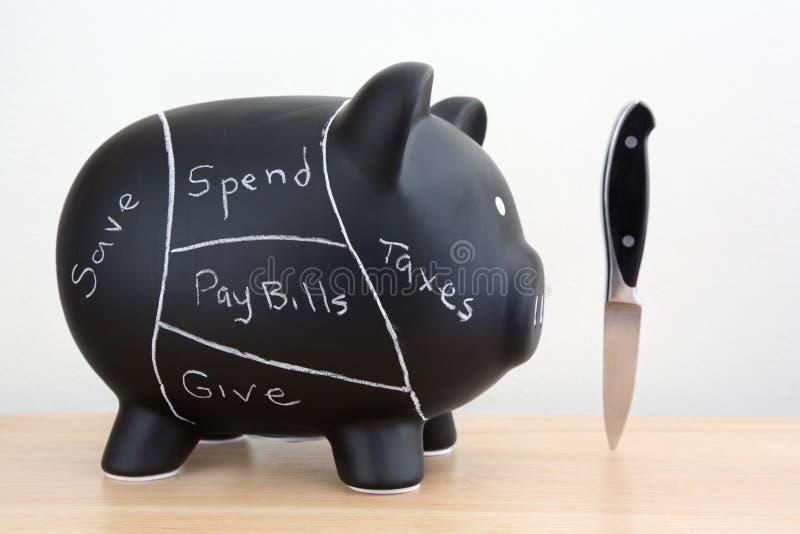 Schwarzes Sparschwein-Schweinefleisch-Diagramm mit Messer stockfotografie
