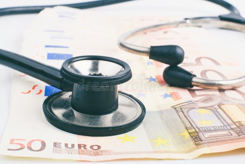 Schwarzes Stethoskop lizenzfreie stockbilder