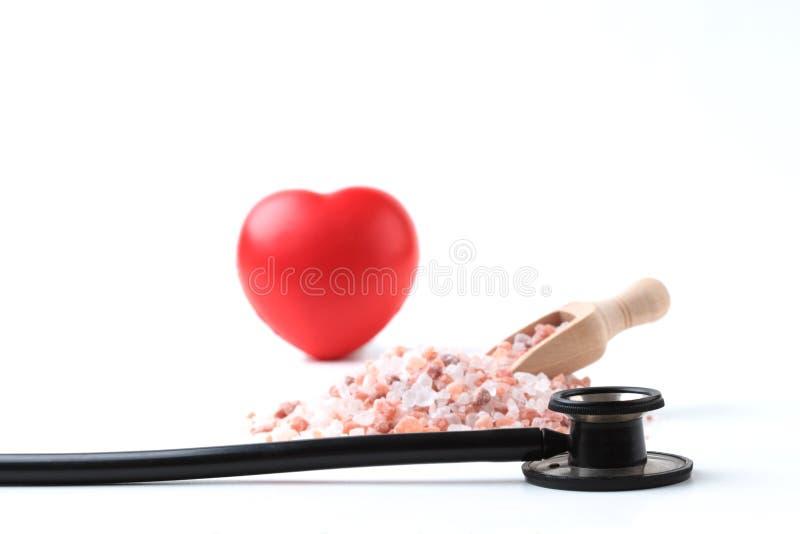 Schwarzes Stethoskop mit Herzen lizenzfreie stockbilder