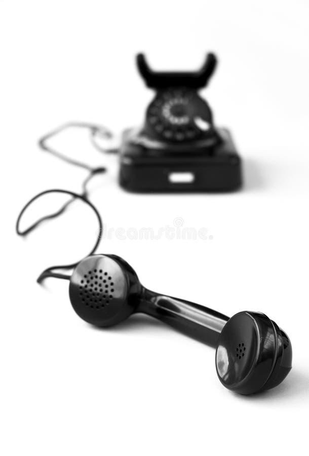Schwarzes Telefon der Weinlese auf Weiß stockbild