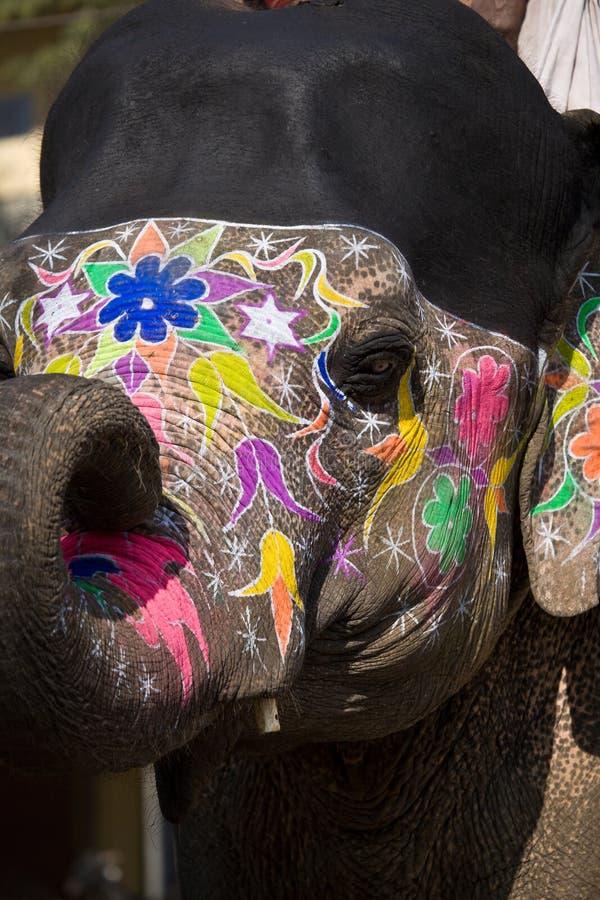 Schwarzes und Farbe gemalter Elefantkopf lizenzfreies stockfoto