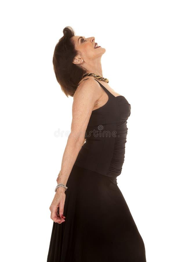Schwarzkleid der älteren Frau lehnen Rückseite stockbilder