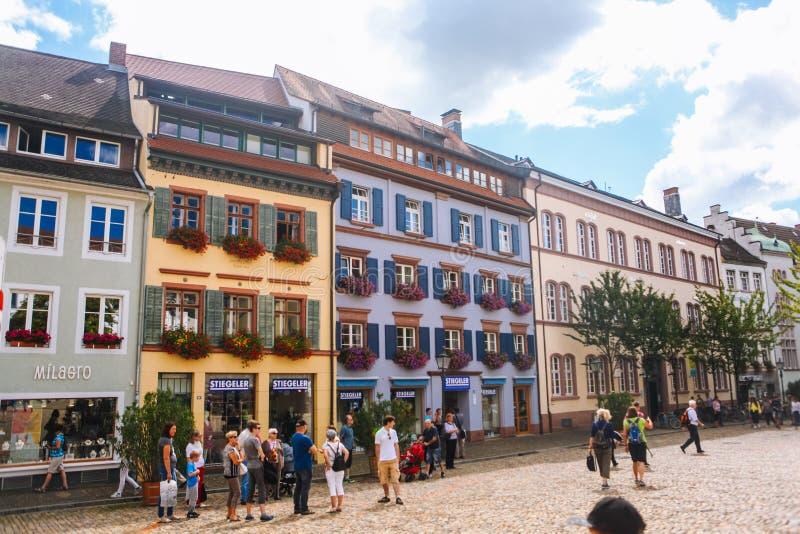 Schwarzwald Freiburg-im-Breisgau En agosto de 2017 Vistas en la ciudad vieja Freiburg-im-Breisgau del estudiante Alemania en bosq fotografía de archivo