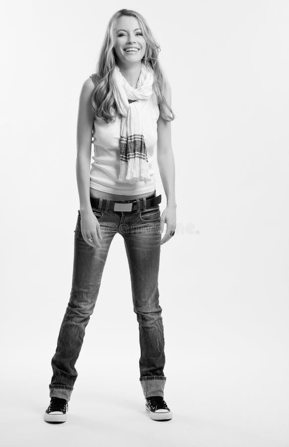 Schwarzweiss-Abbildung einer glücklichen Frau lizenzfreie stockfotografie