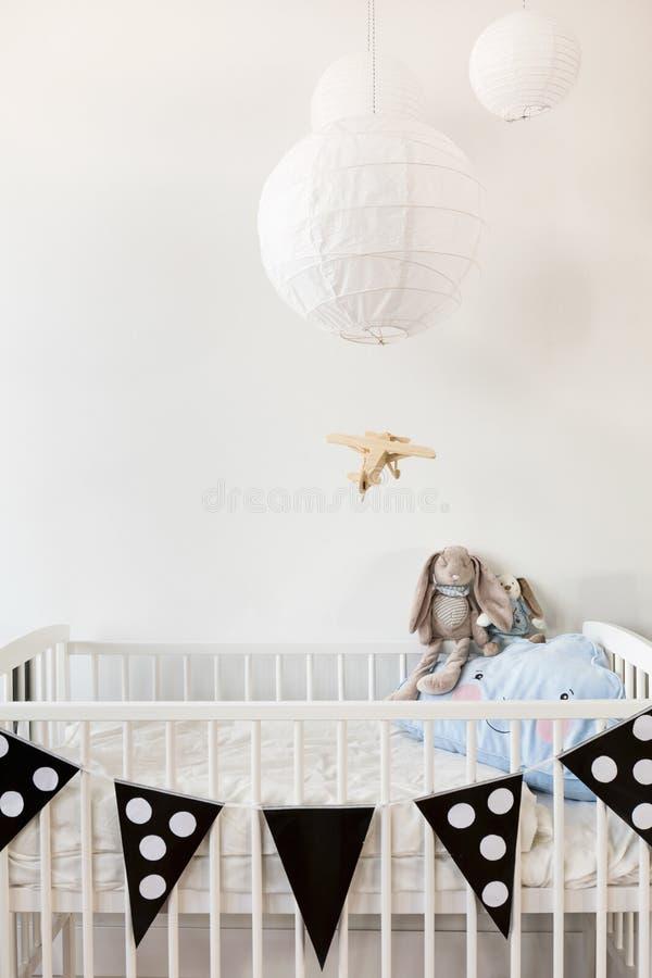 Schwarzweiss-Babyraum stockbilder
