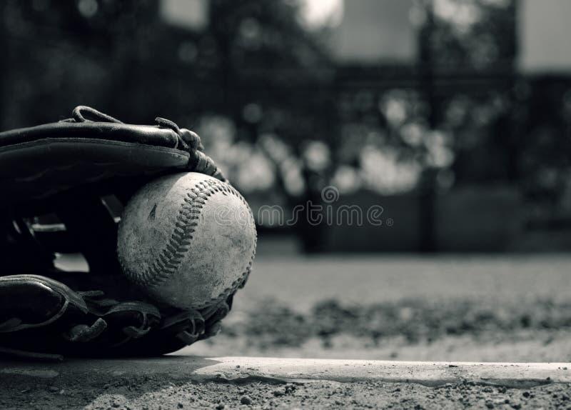 Schwarzweiss-Baseballsportausrüstung lizenzfreies stockbild