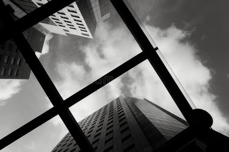 Schwarzweiss-Bild der modernen Wohnung lizenzfreie stockbilder