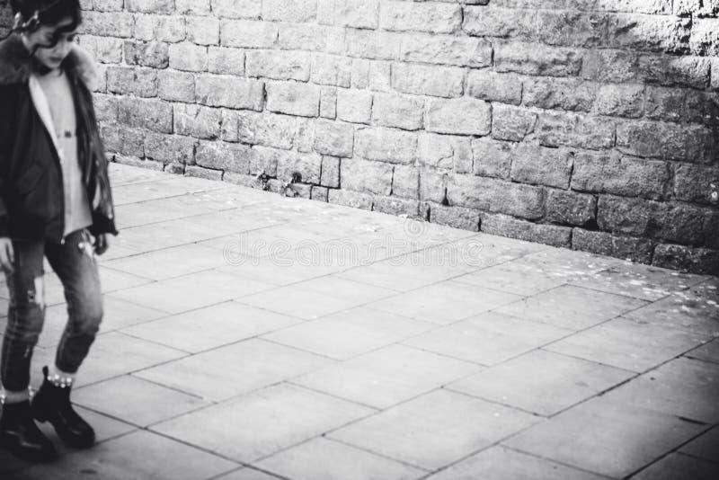 Schwarzweiss-Bild des jungen Spanieringehens lizenzfreie stockfotografie