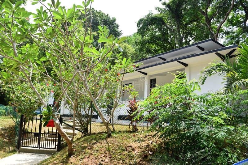 Schwarzweiss-Bungalowhaus der rustikalen Art, Singapur stockfoto