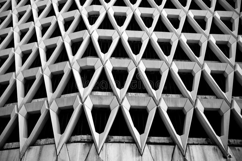 Schwarzweiss-Dreiecke, Architekturauszug stockbilder