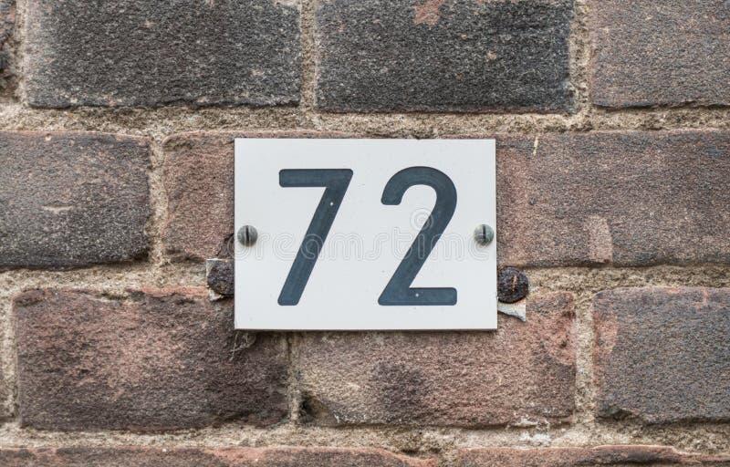Schwarzweiss-Hausnummer 72 lizenzfreie stockbilder