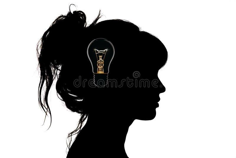 Schwarzweiss-Porträtprofilschattenbild einer schönen jungen Frau mit einer Frisur auf ihrem Kopf lizenzfreie stockbilder