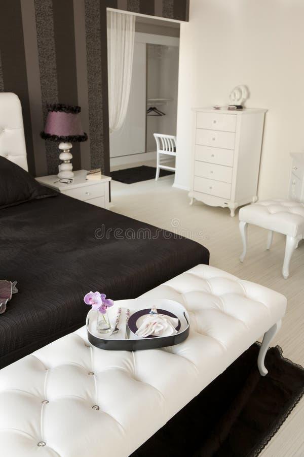 Schwarzweiss-Schlafzimmer lizenzfreie stockbilder
