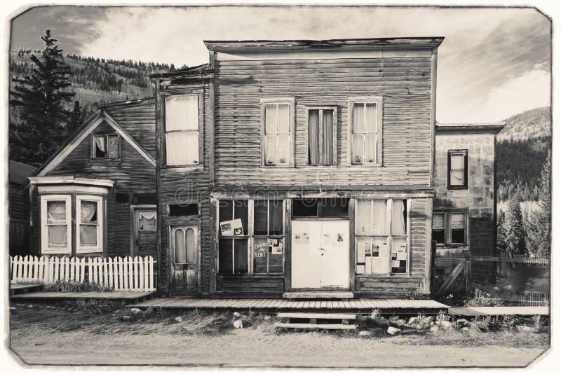 Schwarzweiss-Sepia-Weinlese-Foto der alten westlichen hölzernen Post oder des Saals in St. Elmo Gold Mine Ghost Town lizenzfreie stockfotos