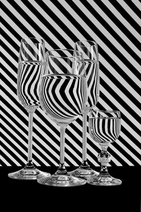 Schwarzweiss-Streifenlinie Glas lizenzfreies stockfoto
