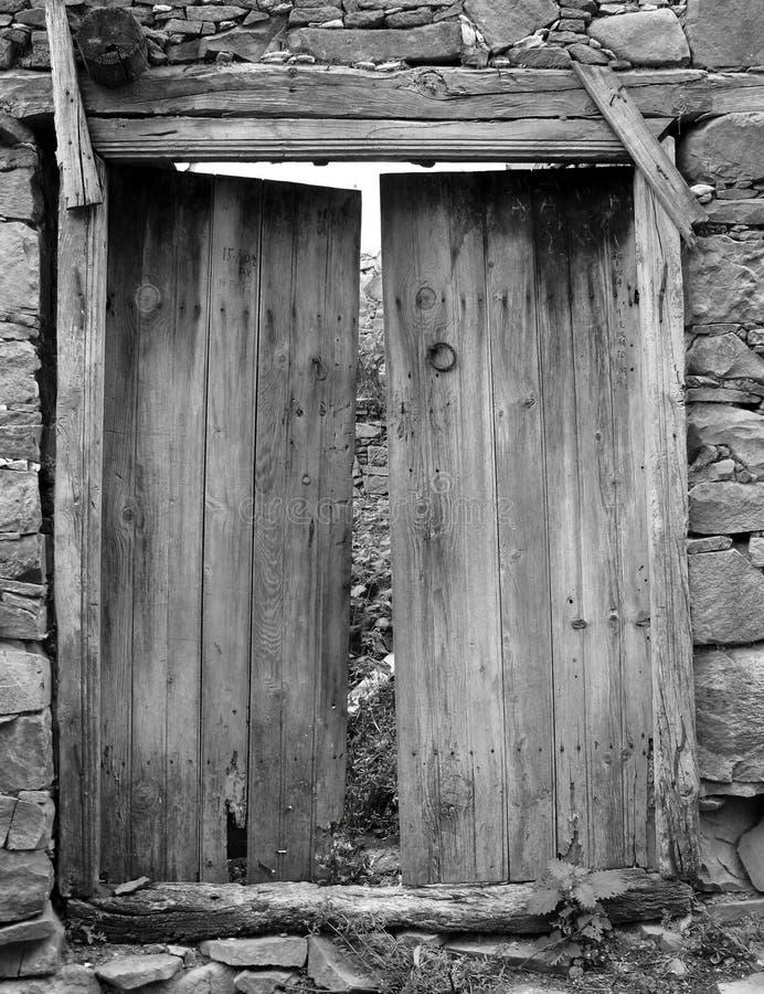 Schwarzweiss-Tür lizenzfreie stockfotos