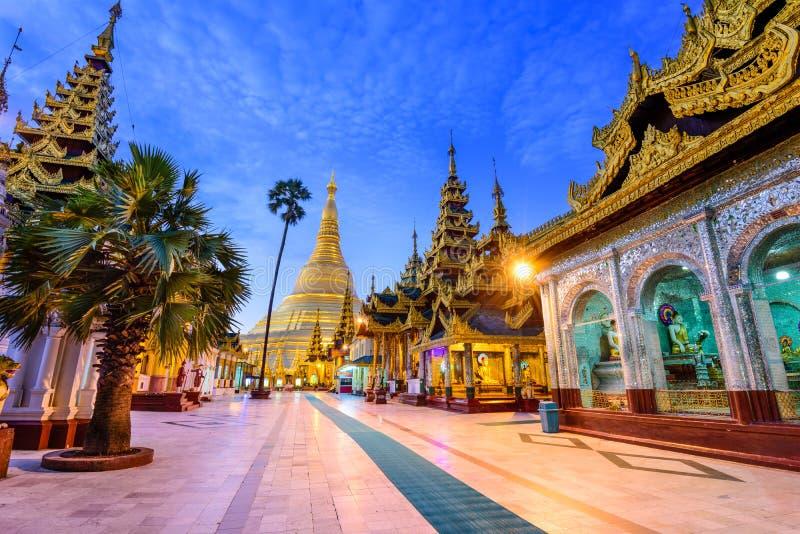 Schwedagon pagod av Myanmar fotografering för bildbyråer